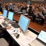Visualisierung auf dem Bildschirm und Publikum bei einer Beteiligungs-Veranstaltung
